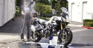 10 golden rules to clean your favorite motorbike