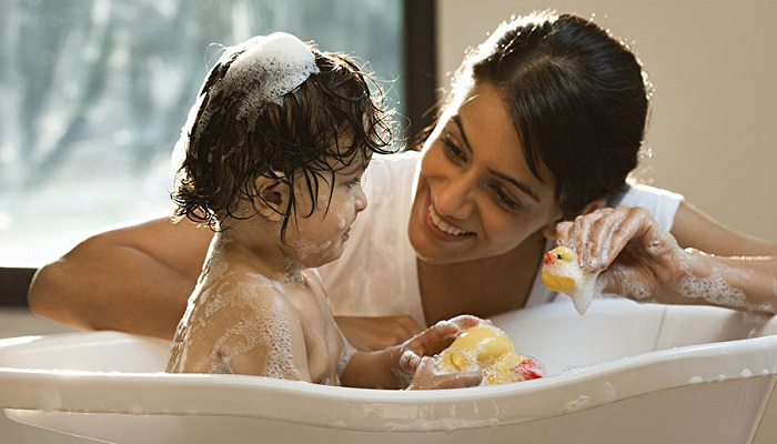 Baby Bath Care | 8 Tips how to give the new born baby bath